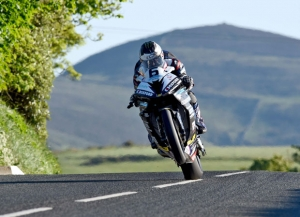 Dunlop and Hutchinson ignite TT 2016 qualifying