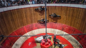Breathtaking motorcycle acrobatics show in the 'Original Motodrome'