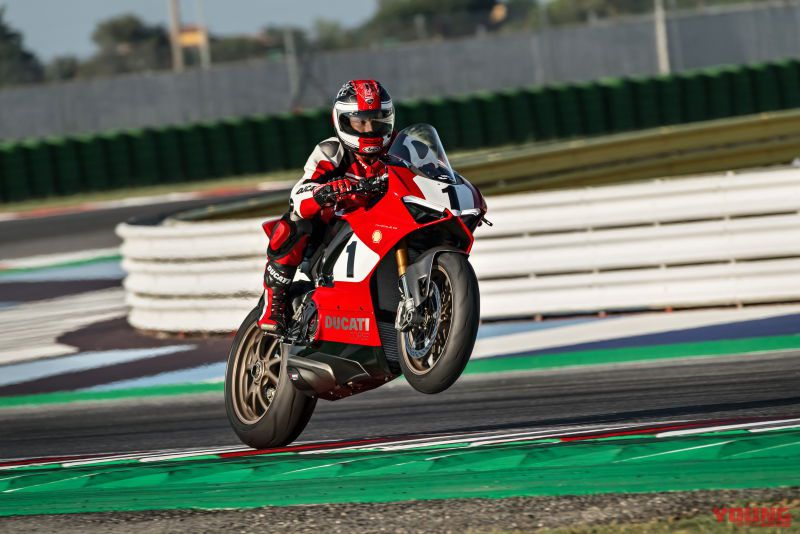 03_Panigale-V4-25_-Anniversario-916_action_UC77820_High