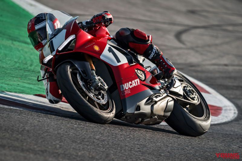 06_Panigale-V4-25_-Anniversario-916_action_UC77823_High