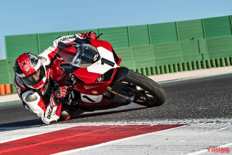 10_Panigale-V4-25_-Anniversario-916_action_UC77814_High